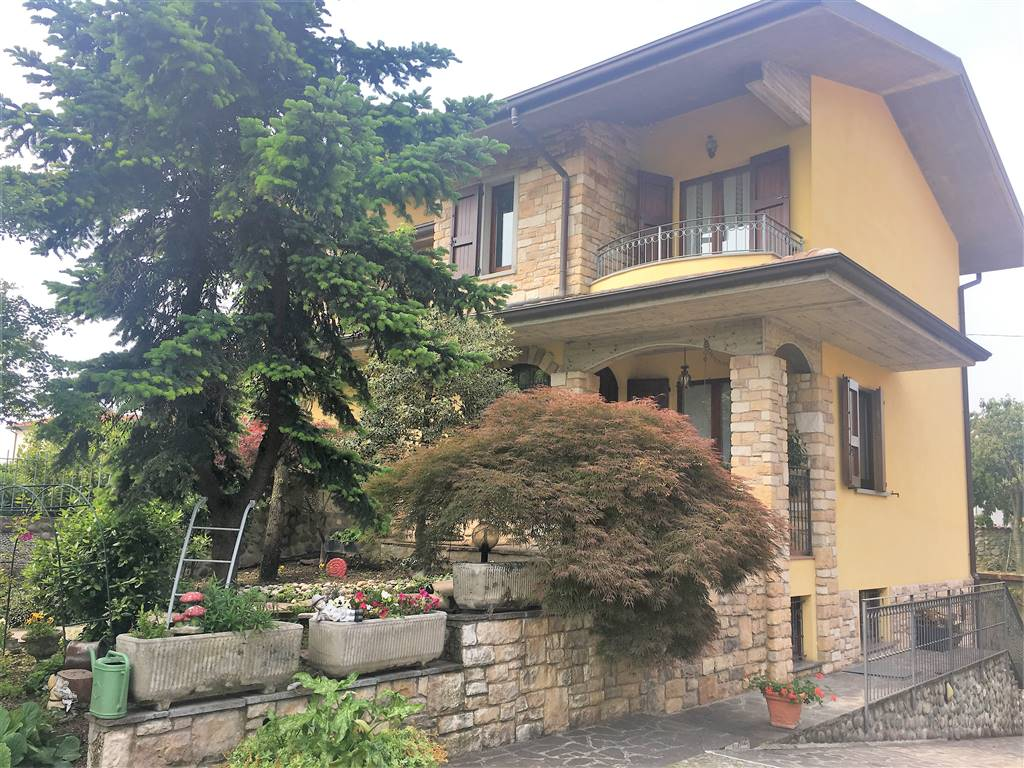 POGNANO, Duplex villa for sale of 220 Sq. mt., Excellent Condition, Energetic class: F, Epi: 189,07 kwh/m2 year, placed at Ground on 1, composed by: