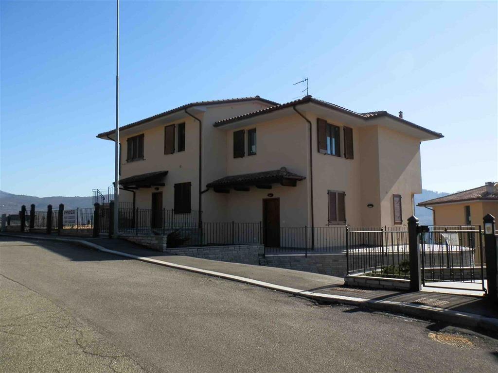 Vendita appartamento indipendente localita 39 le coste for Garage autonomo