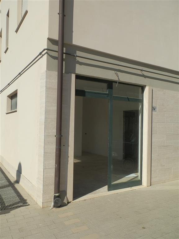 Locale commerciale in Viale Dante 74/10, Capolona