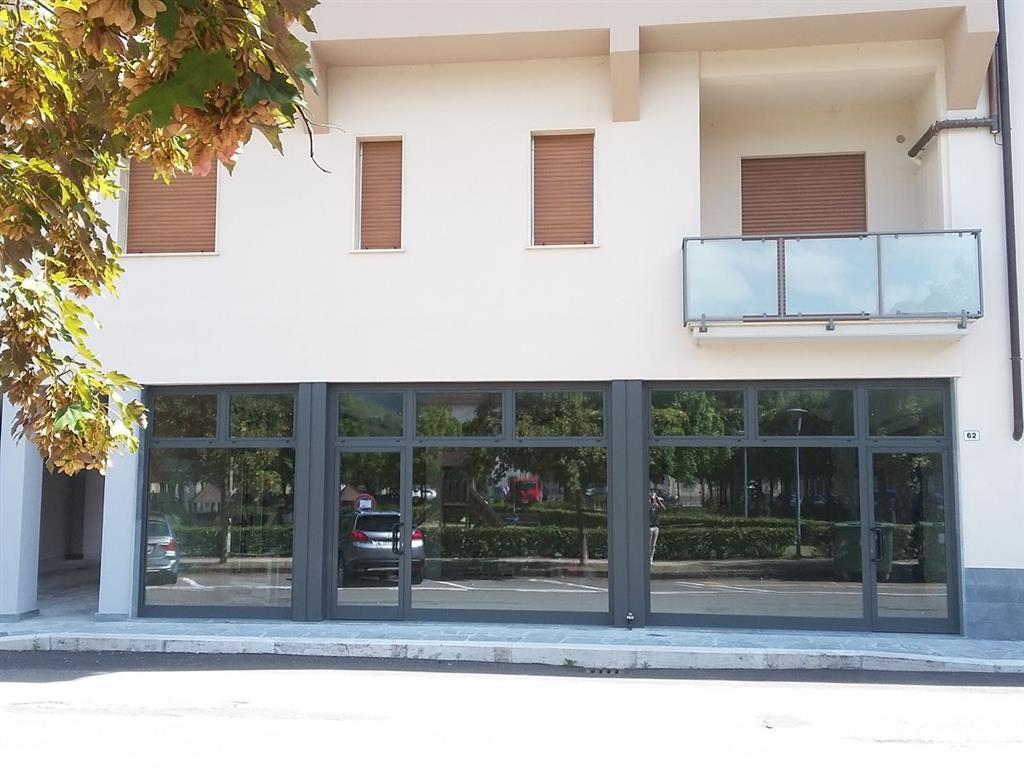 Locale commerciale in Piazza Vittorio Veneto 66-67-68, Castel San Niccolo'