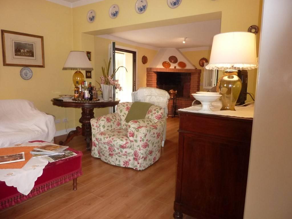 Villa in vendita a Stanghella, 9 locali, zona Zona: Cuoro, prezzo € 235.000   CambioCasa.it
