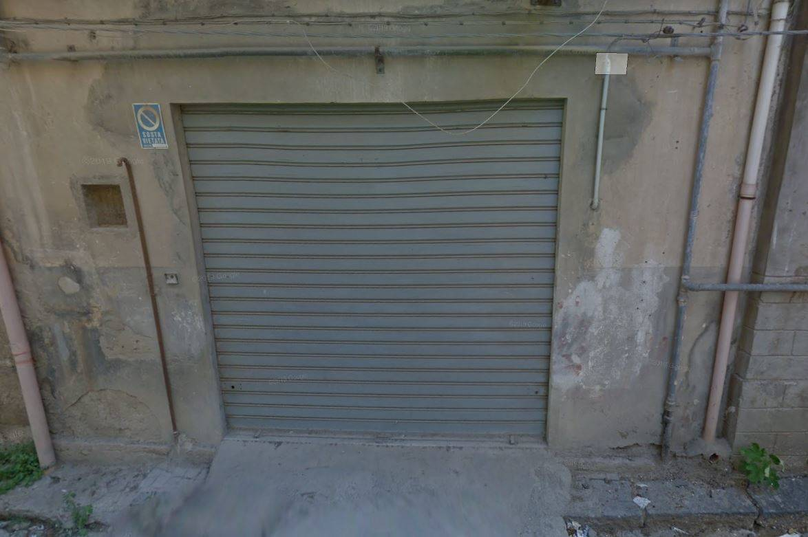 CORSO ITALIA, LICATA, Warehouse for rent of 80 Sq. mt., Habitable, Energetic class: G, placed at Ground, composed by: 1 Room, 1 Bathroom, Price: € 4,