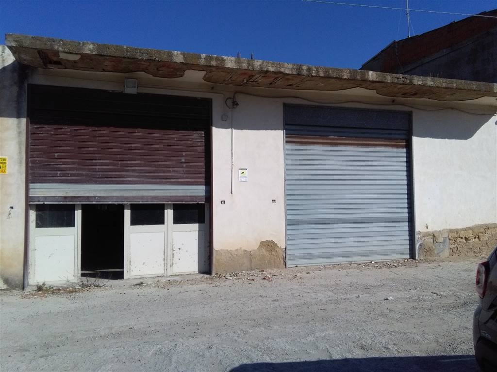VIA PALMA/VIA CAMPOBELLO, LICATA, Warehouse for rent of 170 Sq. mt., Energetic class: G, placed at Ground, composed by: 1 Room, 1 Bathroom, Price: €