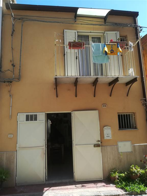 LORETO, LICATA, Palace for sale of 66 Sq. mt., Habitable, Energetic class: G, Epi: 226,98 kwh/m2 year, composed by: 2 Rooms, Separate kitchen, 1