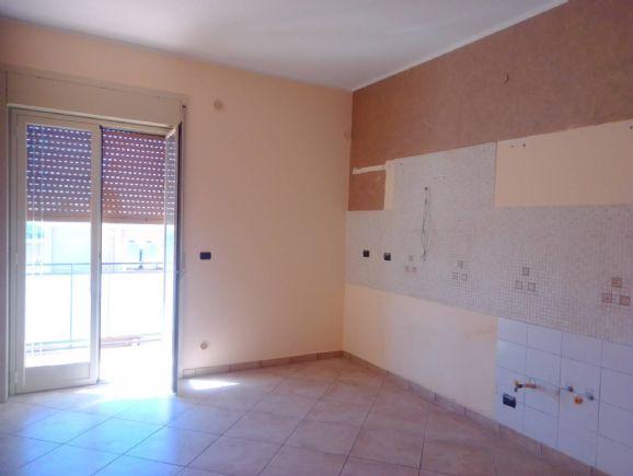 IA/179 - Quarto piano di mq.110 ca., con ascensore, composto da una camera da letto , cameretta, ingresso/salotto, cucina abitabile, bagno, doppio