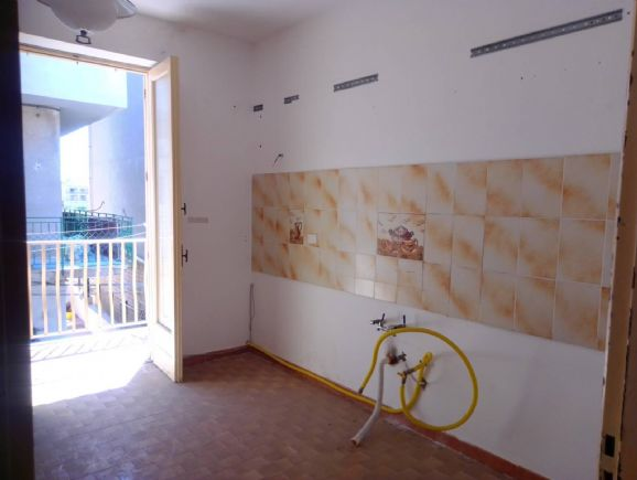FONDACHELLO/PLAYA, LICATA, Apartment for sale of 140 Sq. mt., Be restored, Energetic class: G, placed at 1°, composed by: 5 Rooms, Separate kitchen, ,