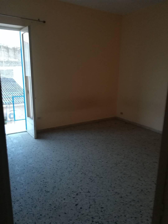 IA/345 - Appartamento al terzo piano d'elevazione mq.110 ca., composto da tre camere, cucina, bagno e ripostiglio, da ristrutturare. Zona Trav. C.so