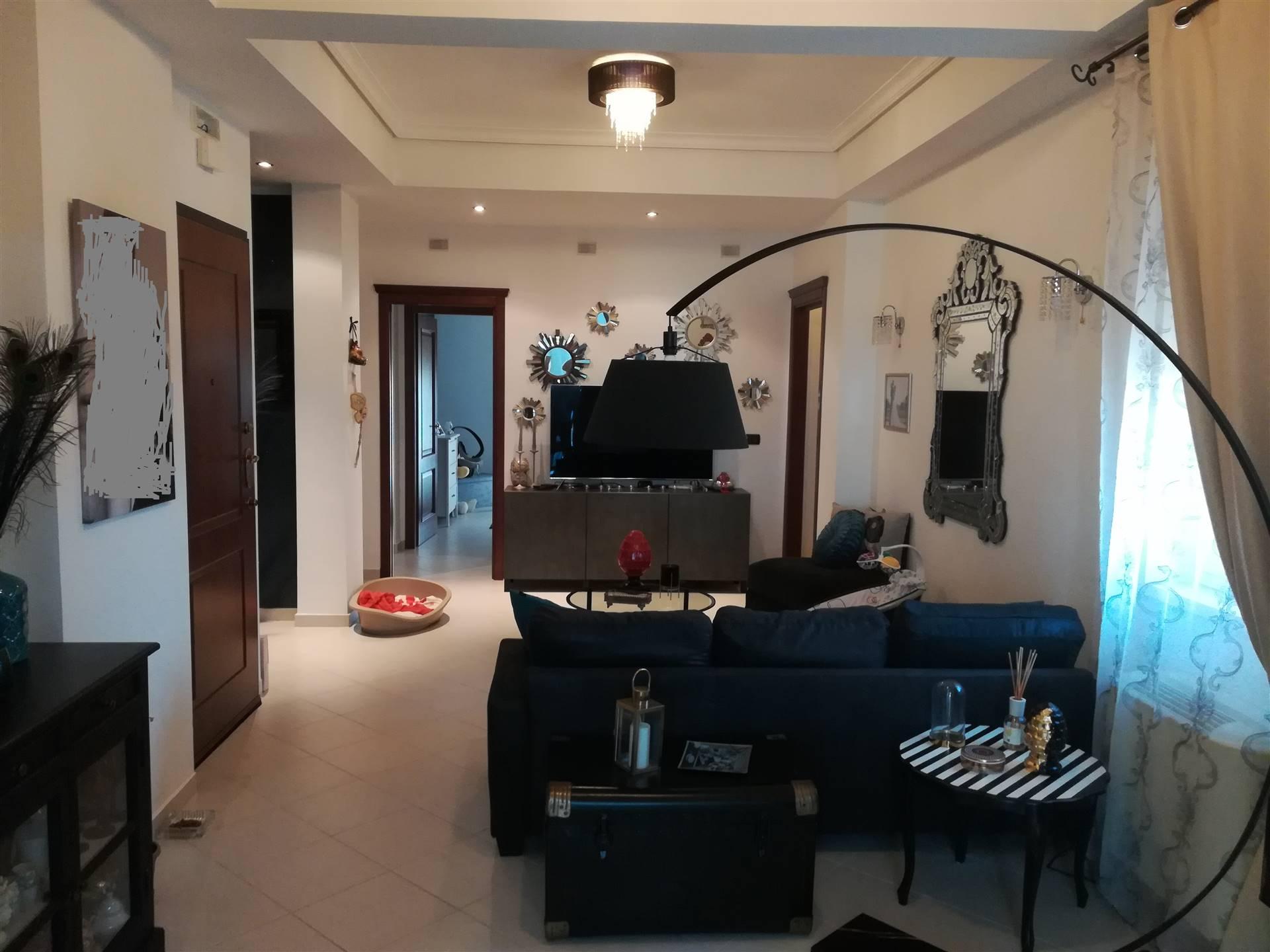 IA/363 - Appartamento al decimo piano d'elevazione di mq.110 ca. con ascensore, composto da tre camere, soggiorno, cucina, bagno e doppio servizio;