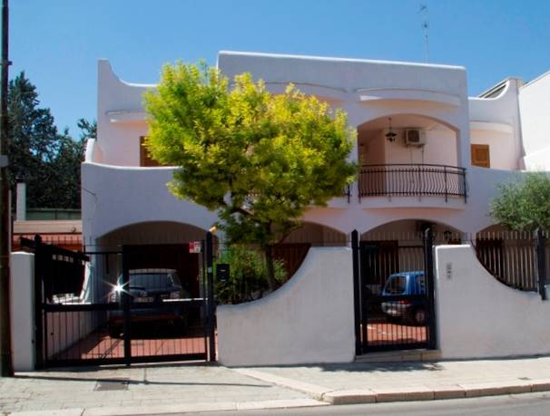 Villa Bifamiliare in vendita a Bitonto, 8 locali, Trattative riservate | CambioCasa.it