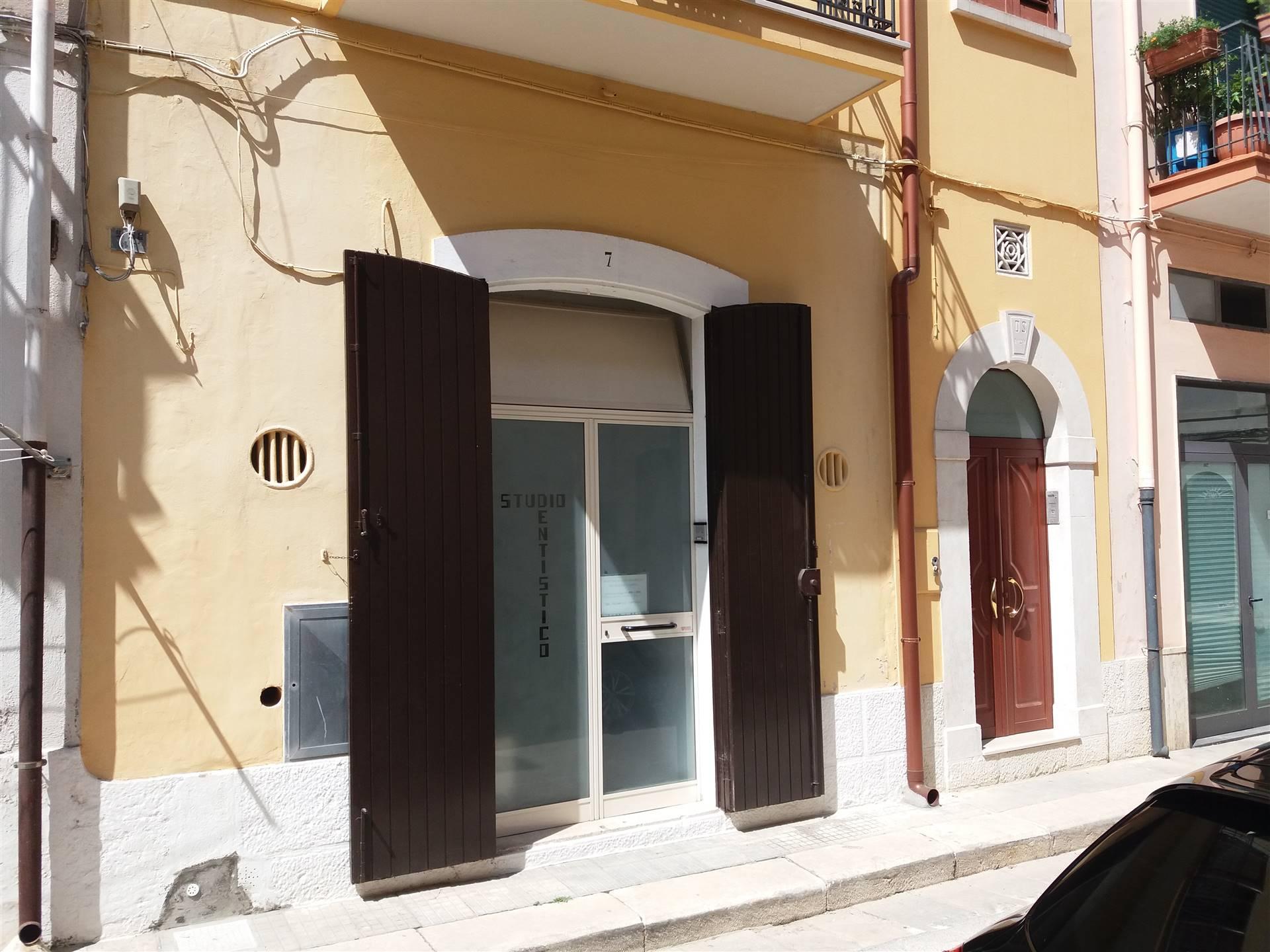 Attività / Licenza in affitto a Gioia del Colle, 3 locali, prezzo € 350 | CambioCasa.it