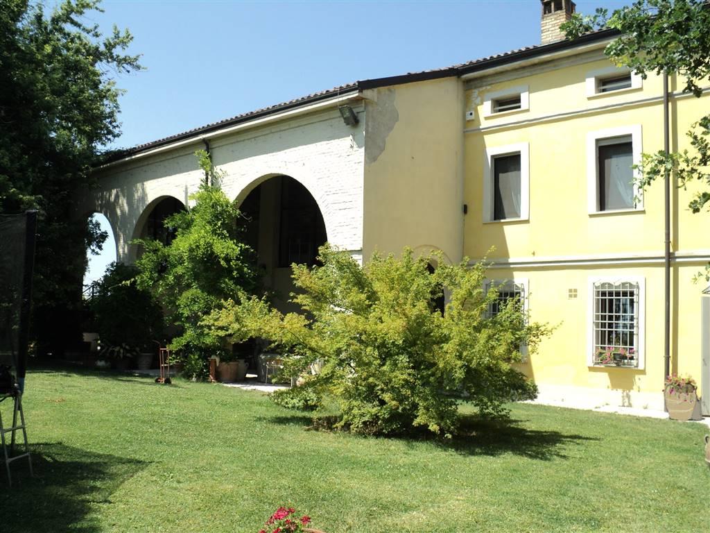 Rustico casale, Parma, ristrutturato
