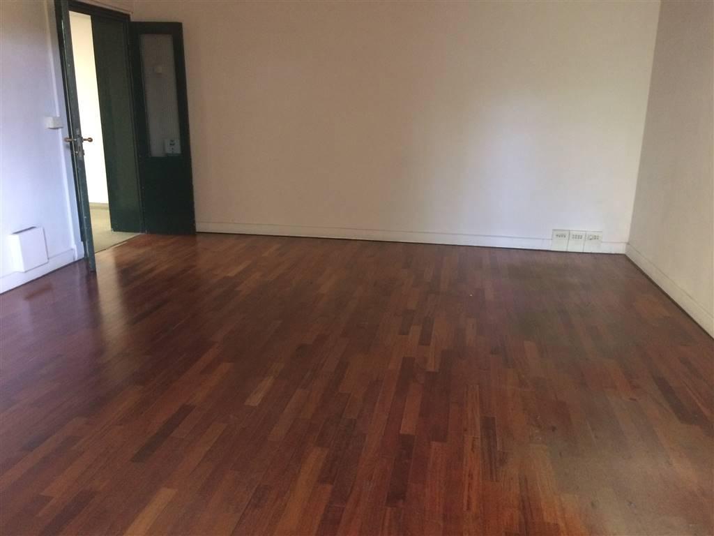 SAVONAROLA, FIRENZE, Ufficio in affitto di 160 Mq, Abitabile, Riscaldamento Autonomo, Classe energetica: G, composto da: 6 Vani, 1 Bagno, Giardino