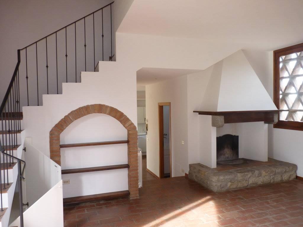 BALATRO, BAGNO A RIPOLI, Colonica in affitto di 130 Mq, Ottime condizioni, Riscaldamento Autonomo, Classe energetica: G, posto al piano Terra,