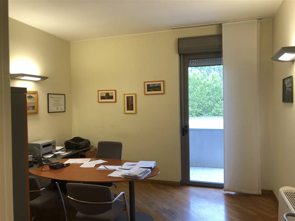 BECCARIA, FIRENZE, Office for rent of 202 Sq. mt., Restored, Heating Centralized, Energetic class: C, Epi: 168,27 kwh/m3 year, placed at 2°, composed