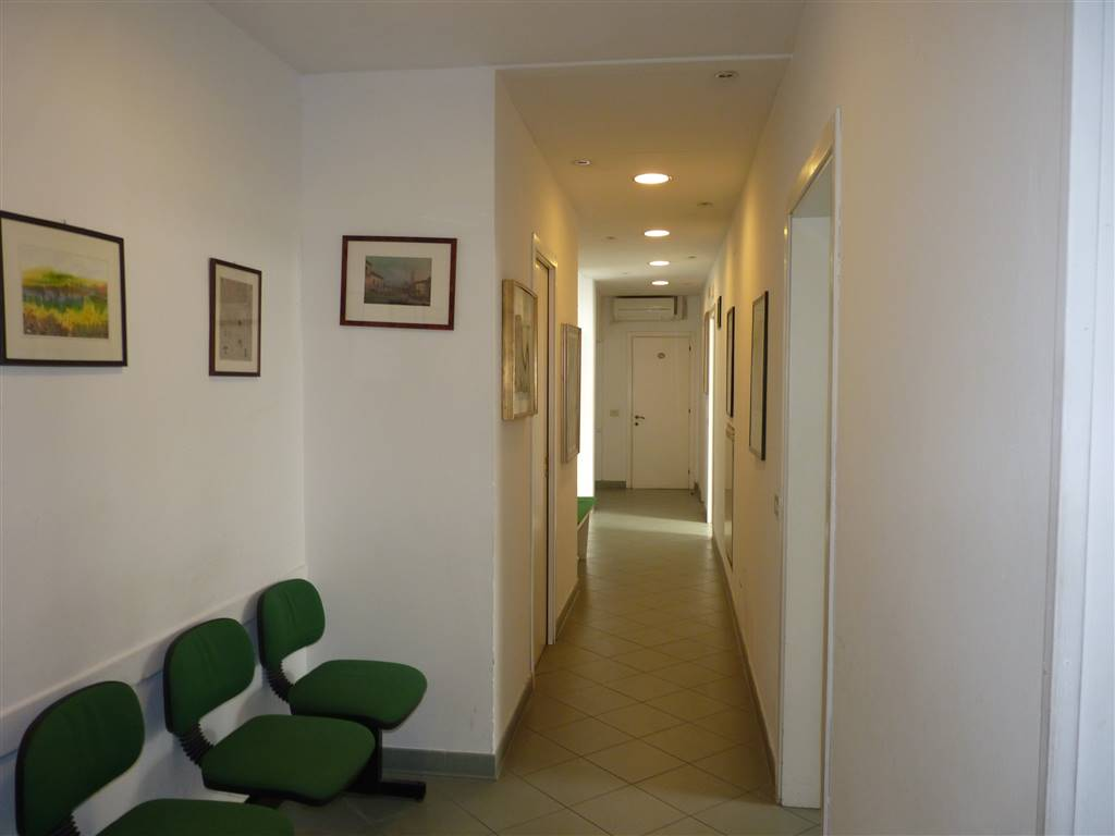 BELLARIVA, FIRENZE, Office for rent of 125 Sq. mt., Good condition, Heating Individual heating system, Energetic class: G, Epi: 110 kwh/m3 year,