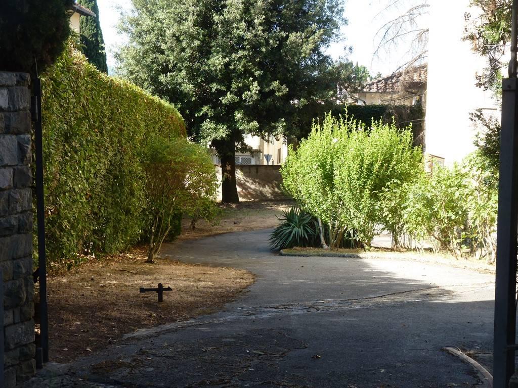 Villa Bifamiliare in vendita a Firenze, 9 locali, zona Zona: 18 . Settignano, Coverciano, prezzo € 910.000 | CambioCasa.it