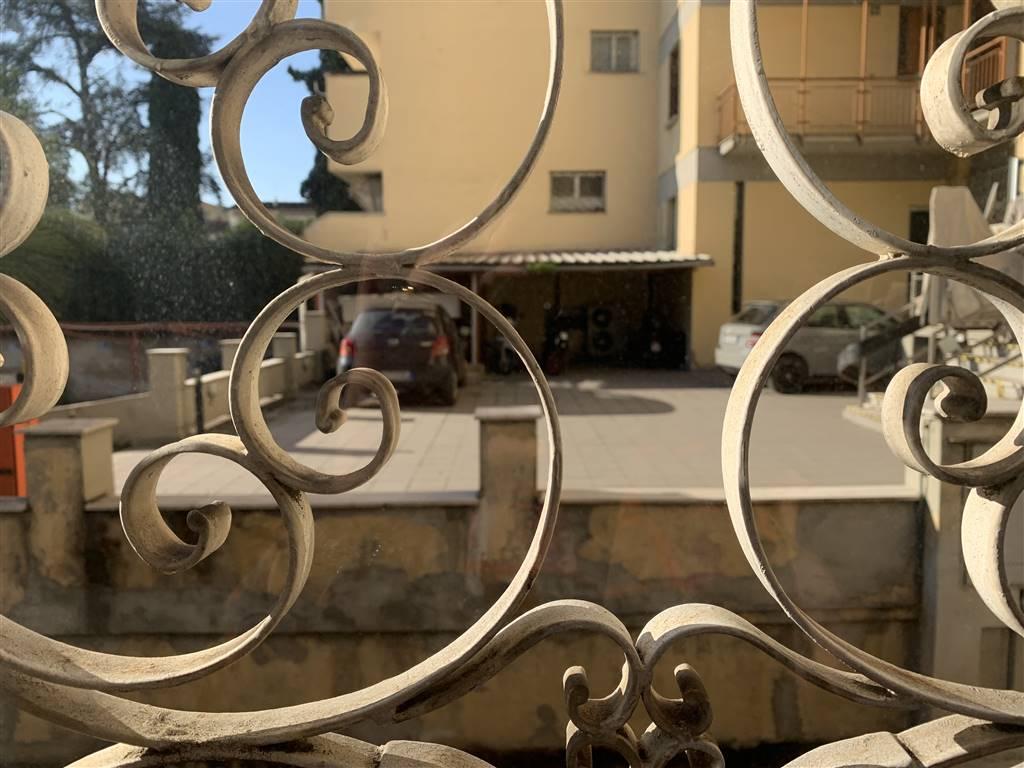 LIBERTÀ, FIRENZE, Bureau des location de 330 Mq, Excellentes, Classe Énergétique: G, par terre élevé sur 4, composé par: 12 Locals, 3 Bains, Double