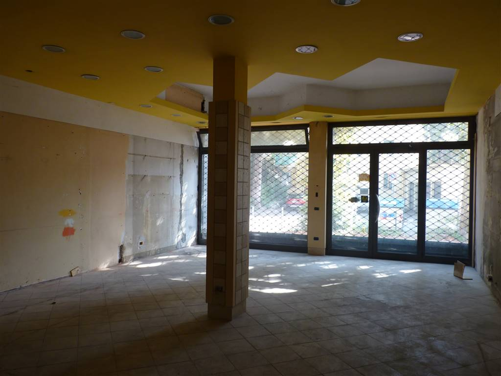 ARGINGROSSO, FIRENZE, Shop for rent of 270 Sq. mt., Be restored, Energetic class: G, Epi: 150,8 kwh/m3 year, placed at Ground, composed by: 5 Rooms,