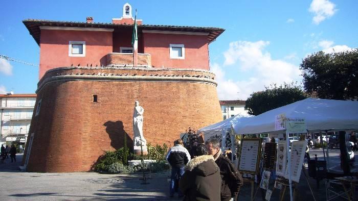 Negozio / Locale in affitto a Forte dei Marmi, 1 locali, zona Zona: Centro, prezzo € 3.000 | CambioCasa.it