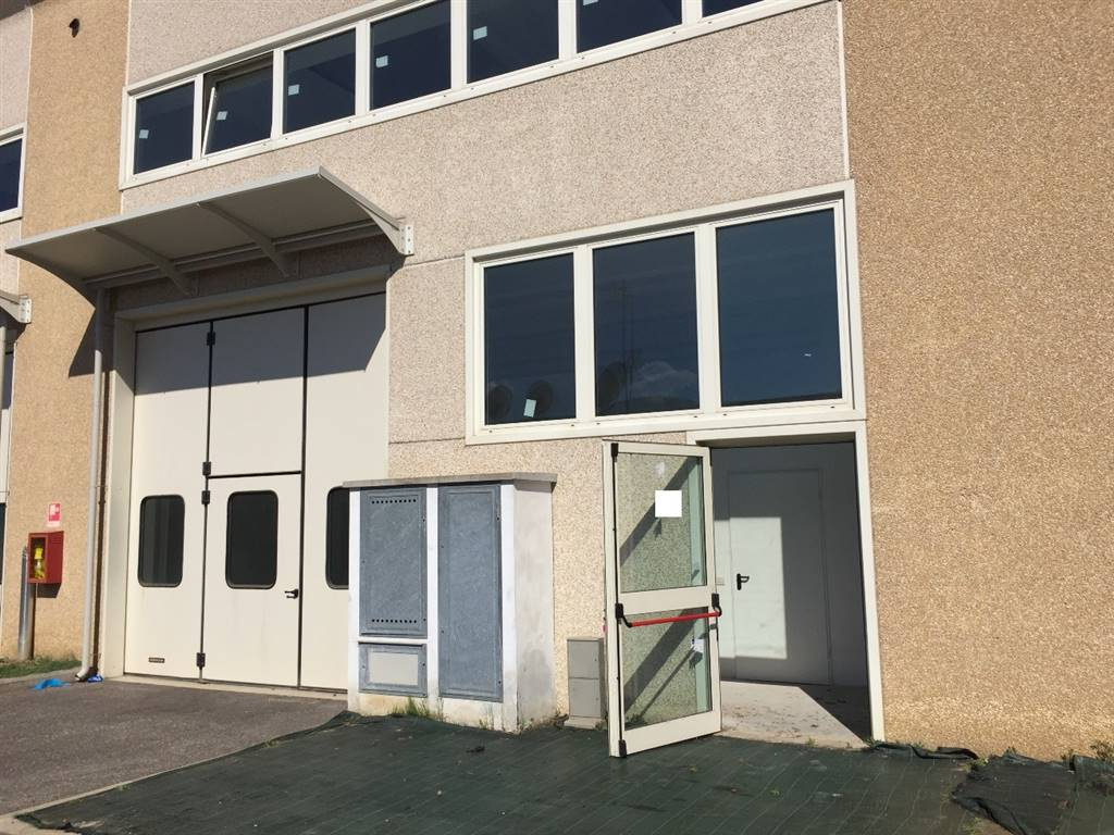 CAMPI BISENZIO, Laboratorio in vendita di 230 Mq, Nuova costruzione, Riscaldamento Inesistente, Classe energetica: G, Epi: 132,9 kwh/m3 anno, posto