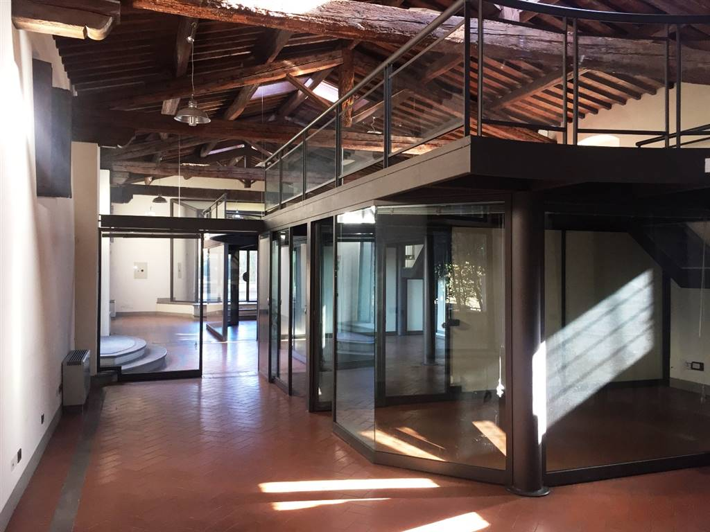 PERETOLA, FIRENZE, Office for rent of 270 Sq. mt., Excellent Condition, Heating Individual heating system, Energetic class: G, Epi: 134,9 kwh/m3 year,