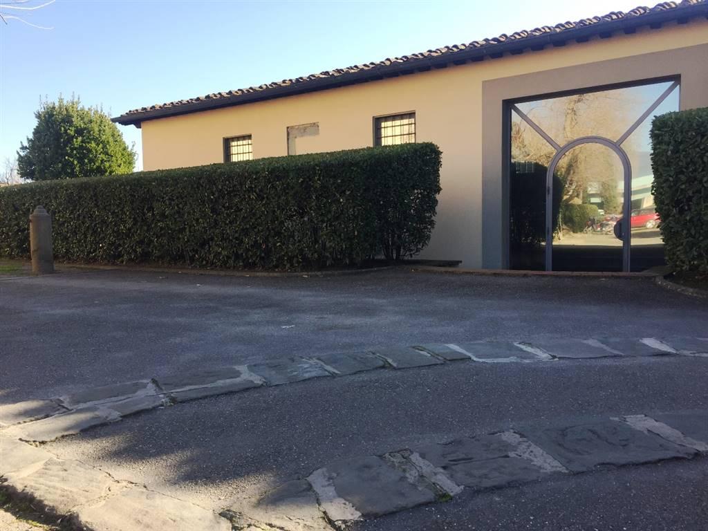 esterno e parcheggio