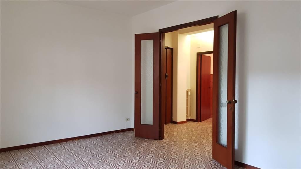 SACRA FAMIGLIA, PRATO, Appartamento in vendita di 135 Mq, Abitabile, Riscaldamento Centralizzato, Classe energetica: F, Epi: 142,94 kwh/m2 anno,