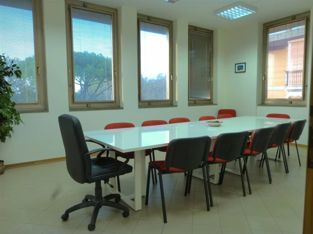 PISANA, FIRENZE, Office for rent of 95 Sq. mt., Excellent Condition, Heating Individual heating system, Energetic class: G, Epi: 175 kwh/m3 year,