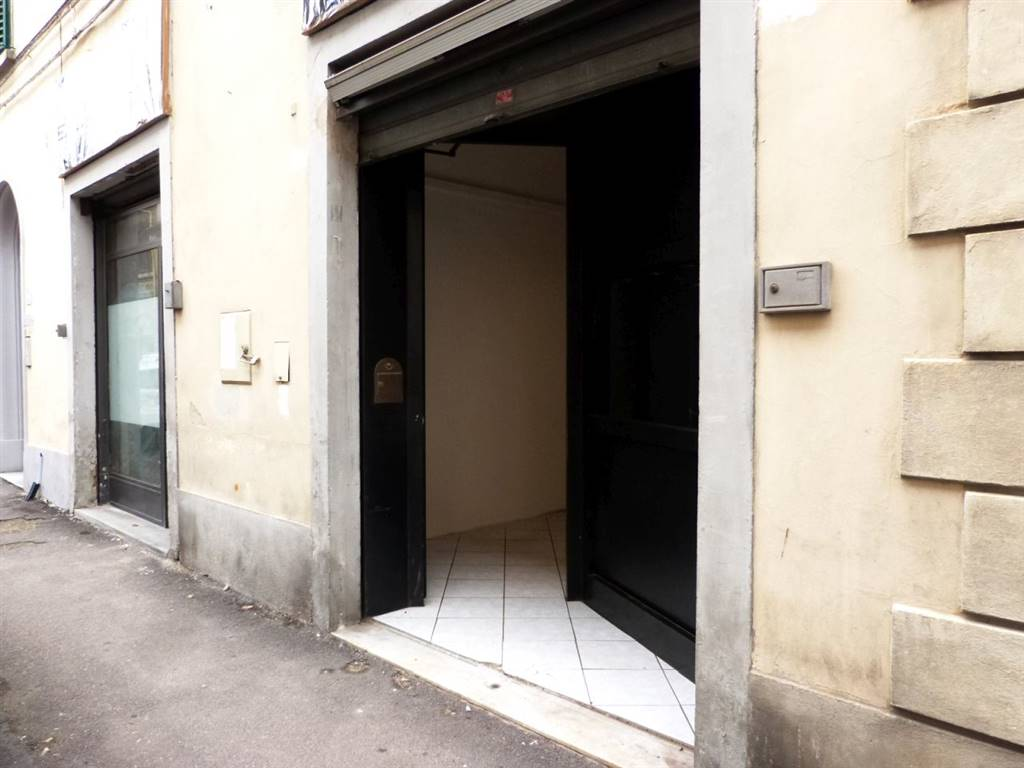 ALBERTI, FIRENZE, Shop for rent of 70 Sq. mt., Good condition, Heating Non-existent, Energetic class: G, Epi: 175 kwh/m3 year, placed at Ground on 2,