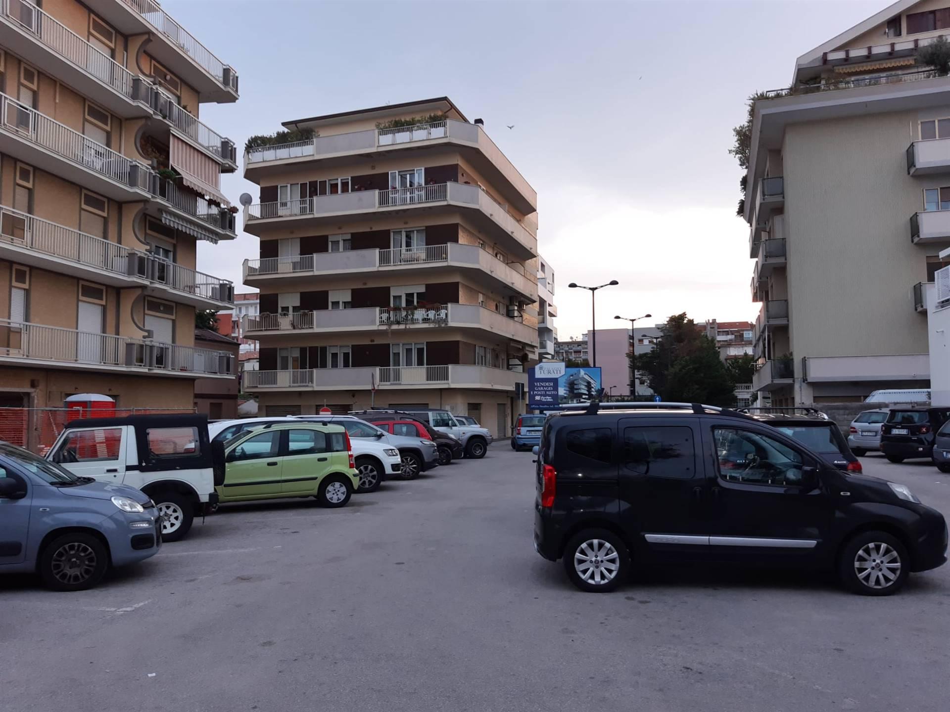 Box / Garage in vendita a Pescara, 1 locali, zona Zona: Centro, prezzo € 75.000 | CambioCasa.it
