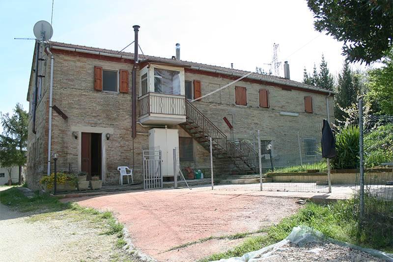 Rustico casale, Casine Di Paterno, Ancona, abitabile