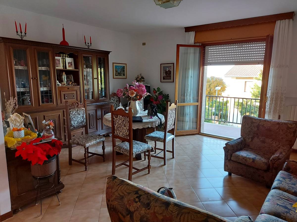 Appartamento in vendita a Montemarciano, 6 locali, zona Zona: Marina di Montemarciano, prezzo € 260.000 | CambioCasa.it