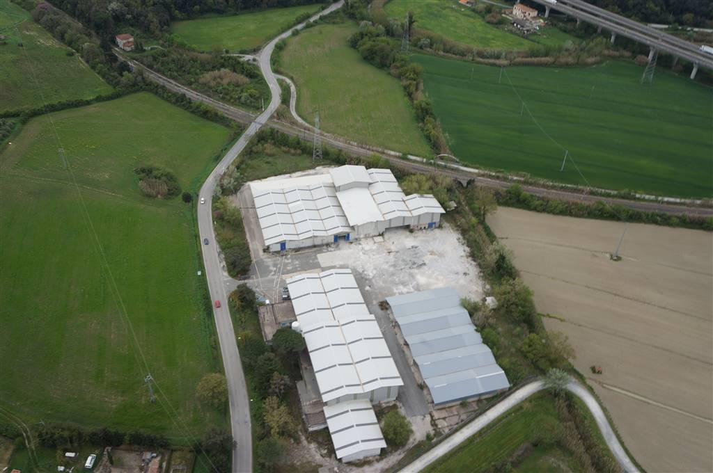 Capannone industriale in Loc San Girolamo Strada Poggiberna, Le Badie, Castellina Marittima