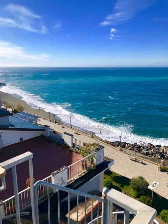 Appartamento in vendita a Deiva Marina, 4 locali, prezzo € 325.000   PortaleAgenzieImmobiliari.it