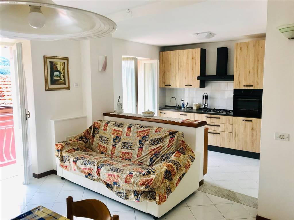 Appartamento in affitto a Castelnuovo Magra, 5 locali, zona elnuovo Paese, prezzo € 650 | PortaleAgenzieImmobiliari.it