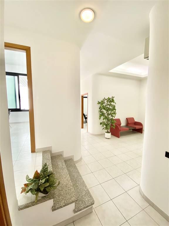 Ufficio / Studio in vendita a Sarzana, 5 locali, prezzo € 145.000   CambioCasa.it