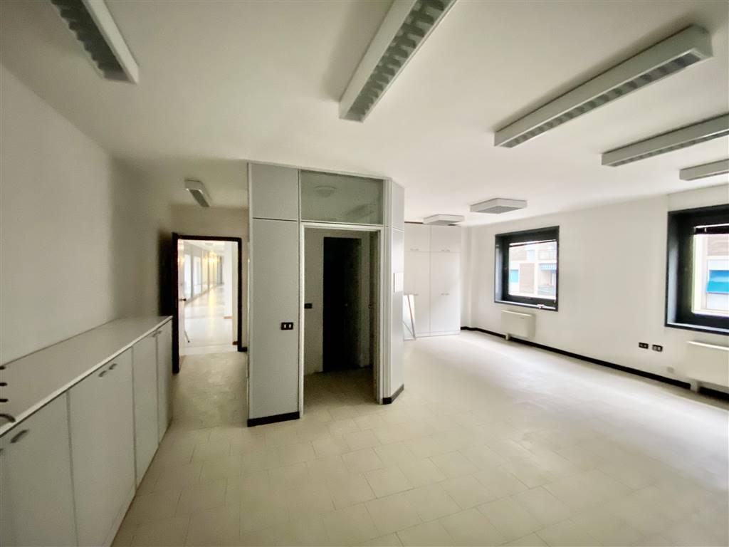 Ufficio / Studio in affitto a La Spezia, 3 locali, zona Zona: Mazzetta, prezzo € 750 | CambioCasa.it