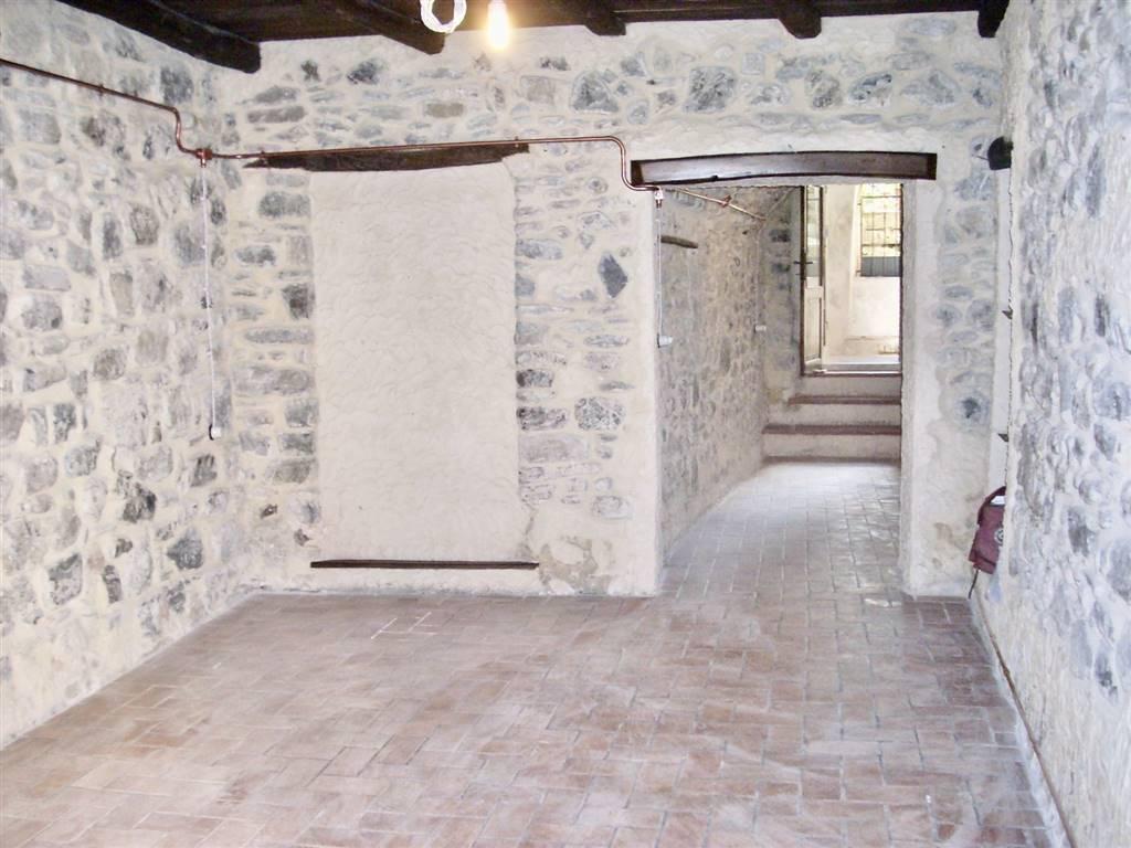 Negozio / Locale in affitto a Varese Ligure, 2 locali, prezzo € 400 | PortaleAgenzieImmobiliari.it