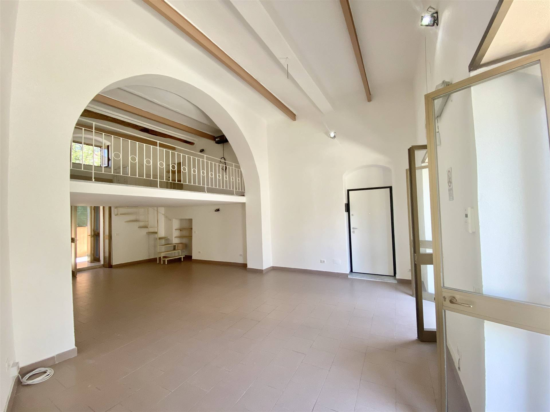 Negozio / Locale in affitto a La Spezia, 2 locali, zona Zona: Rebocco, prezzo € 400 | CambioCasa.it