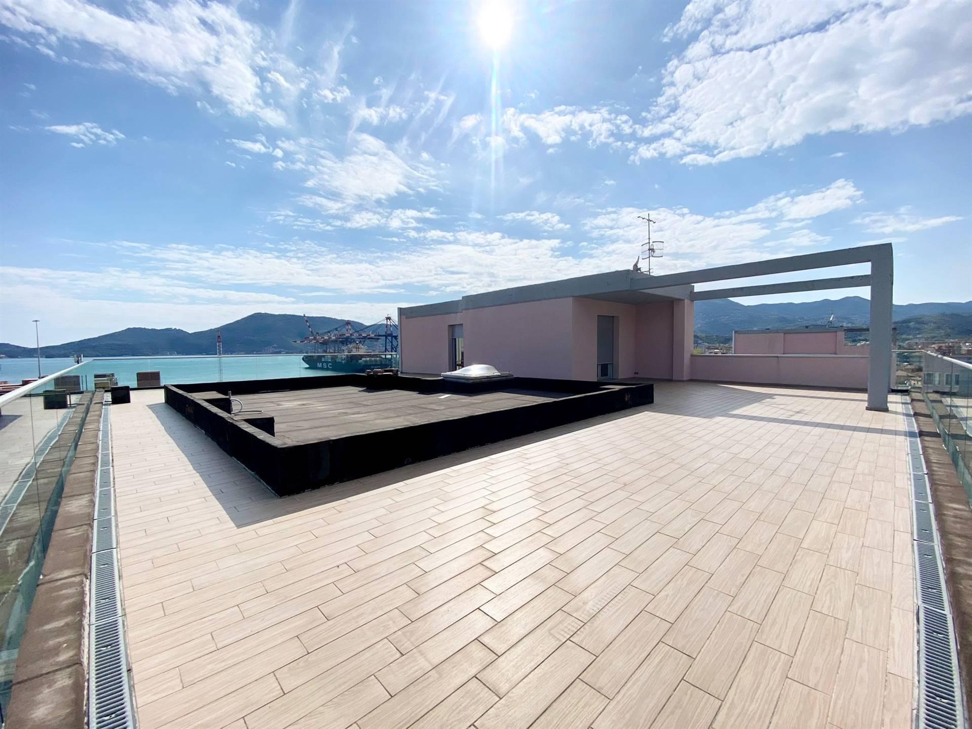 Appartamento in vendita a La Spezia, 7 locali, zona letto, prezzo € 650.000 | PortaleAgenzieImmobiliari.it