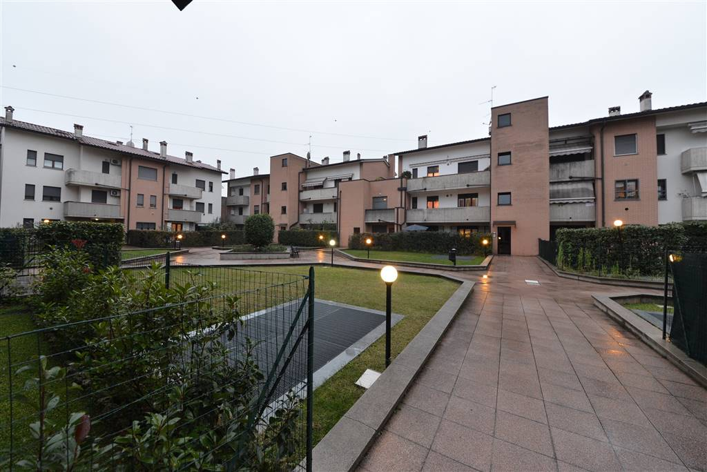 Trilocale in Via Mercadante 49, San Rocco, Casignolo, Sant'alessandro, Monza