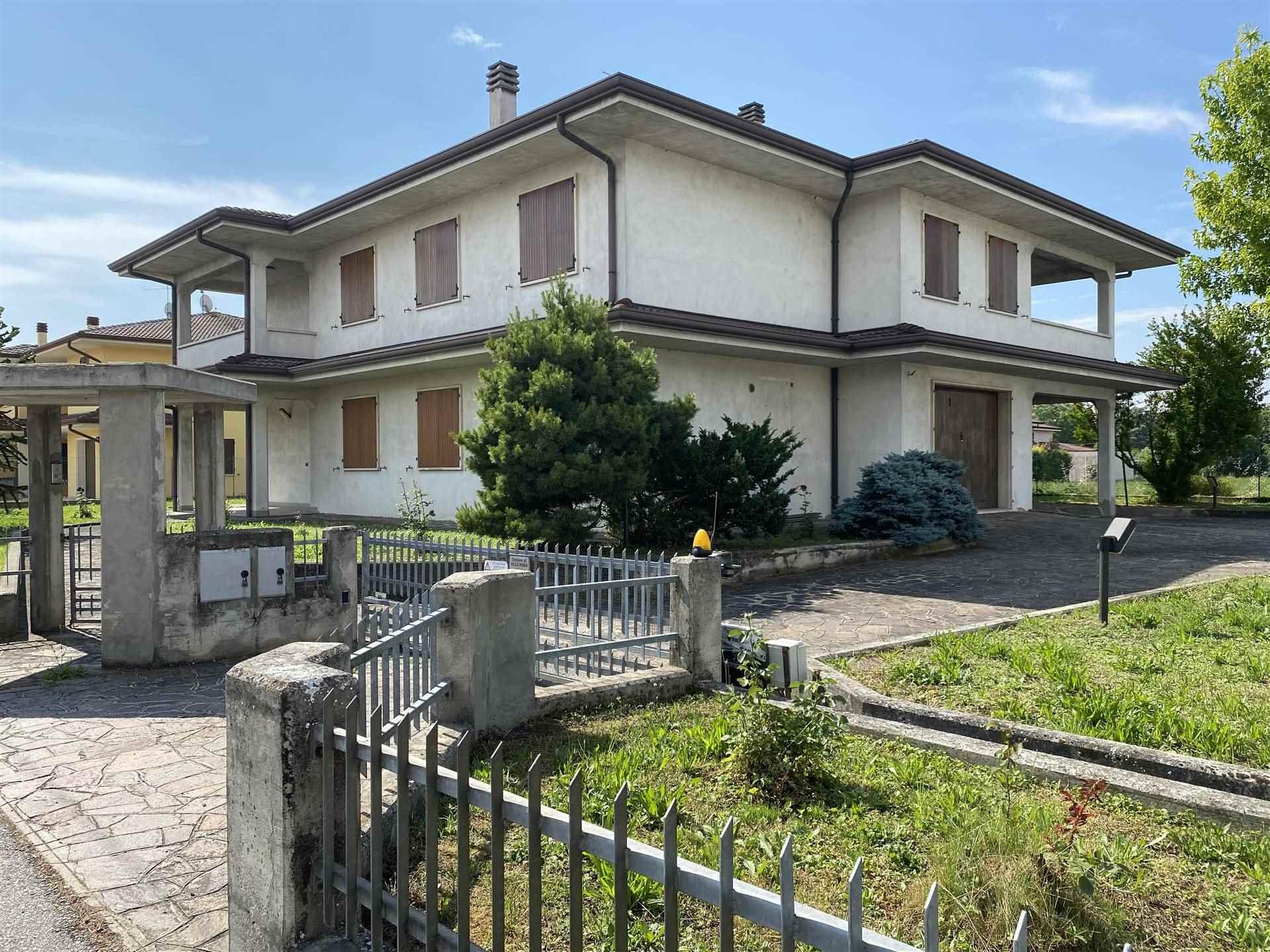 Villa in vendita a Villa Poma, 12 locali, prezzo € 295.000 | CambioCasa.it