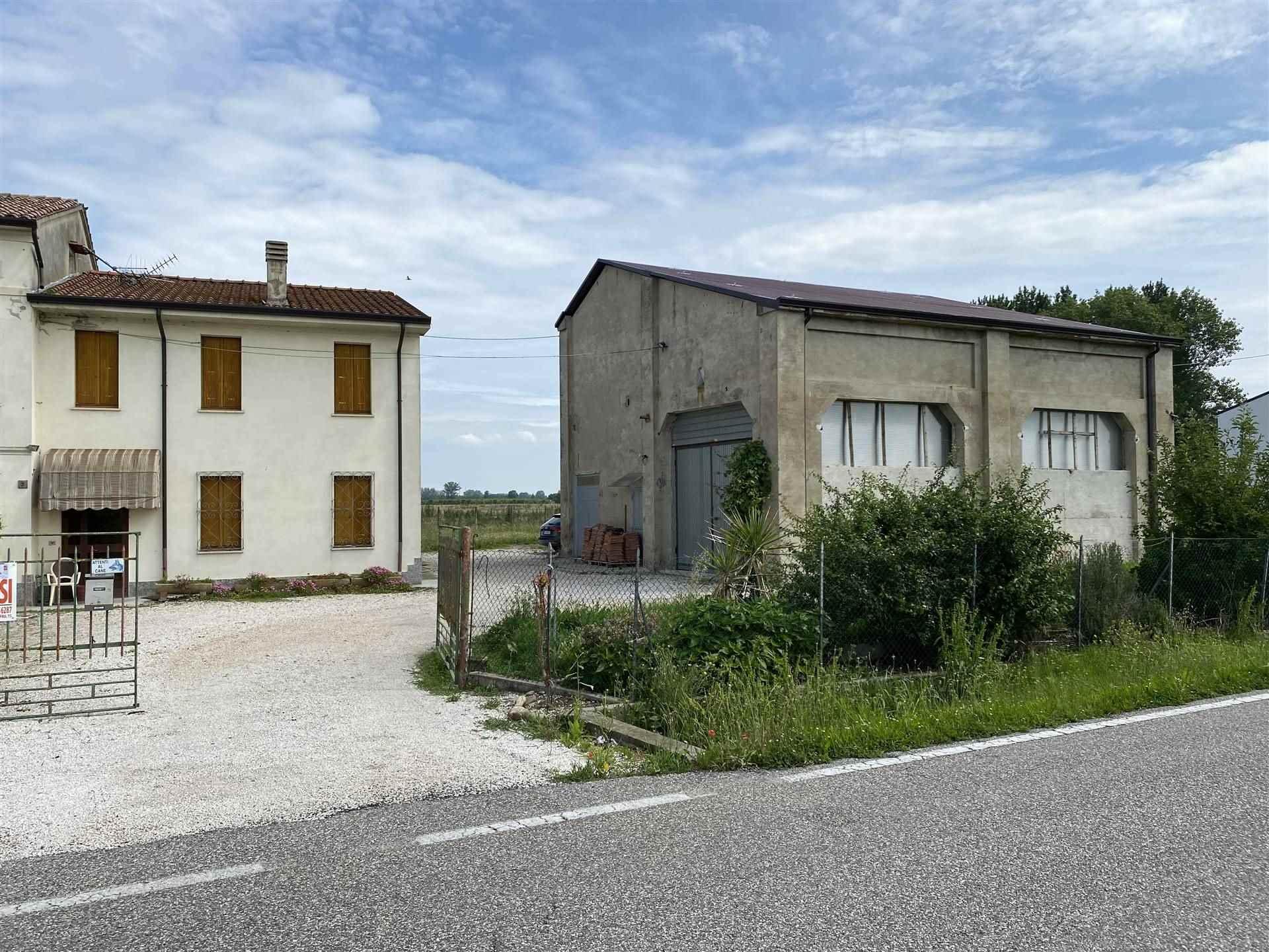 Rustico / Casale in vendita a Schivenoglia, 11 locali, Trattative riservate | CambioCasa.it