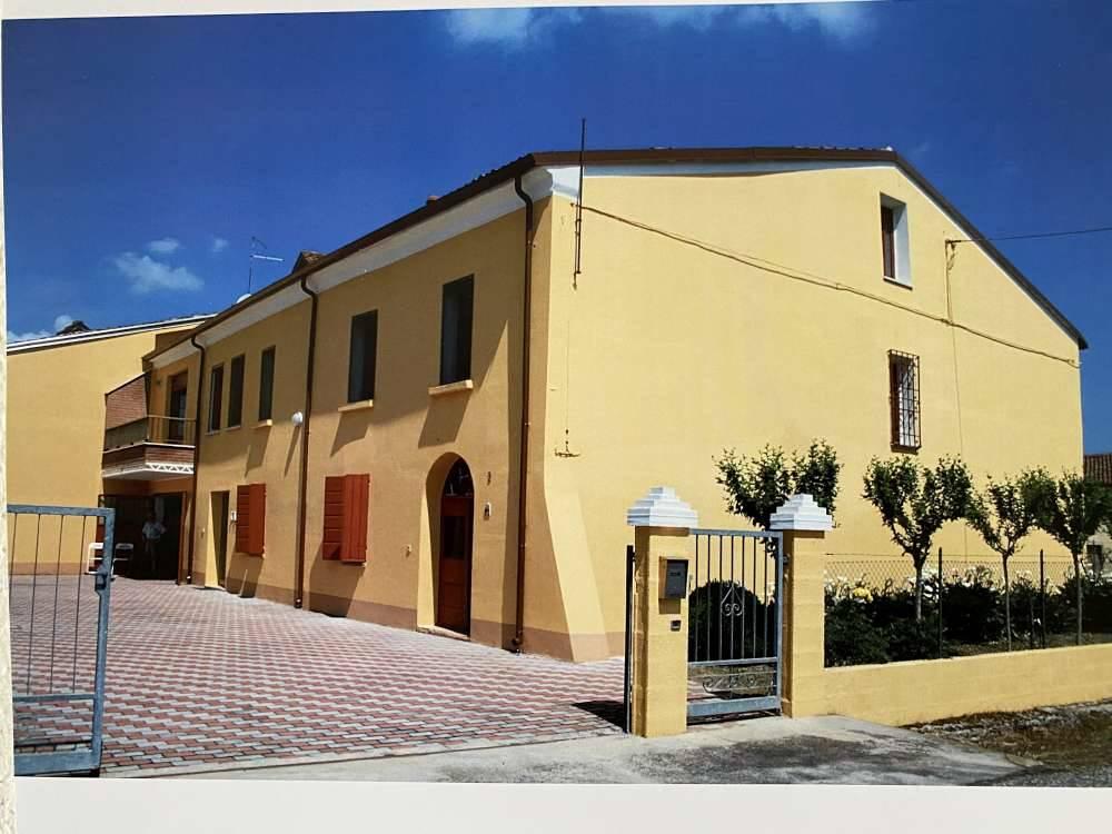 Agriturismo in vendita a Magnacavallo, 14 locali, zona Zona: Agnolo, Trattative riservate | CambioCasa.it