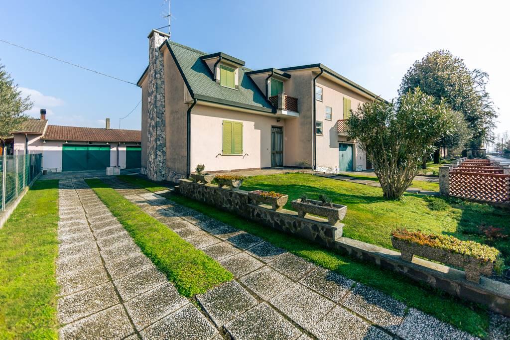 Villa a Schiera in vendita a Pieve di Coriano, 6 locali, prezzo € 160.000 | CambioCasa.it