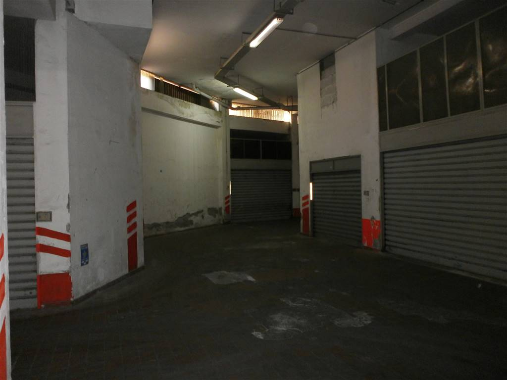 Vendita garage posto auto castellammare di stabia rif for Costo del garage per due auto distaccato