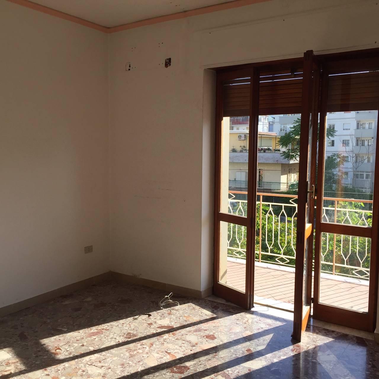 CASTELLAMMARE DI STABIA, Appartement des vendre de 100 Mq, Habitable, Chauffage Inexistant, Classe Énergétique: G, par terre 3°, composé par: 4