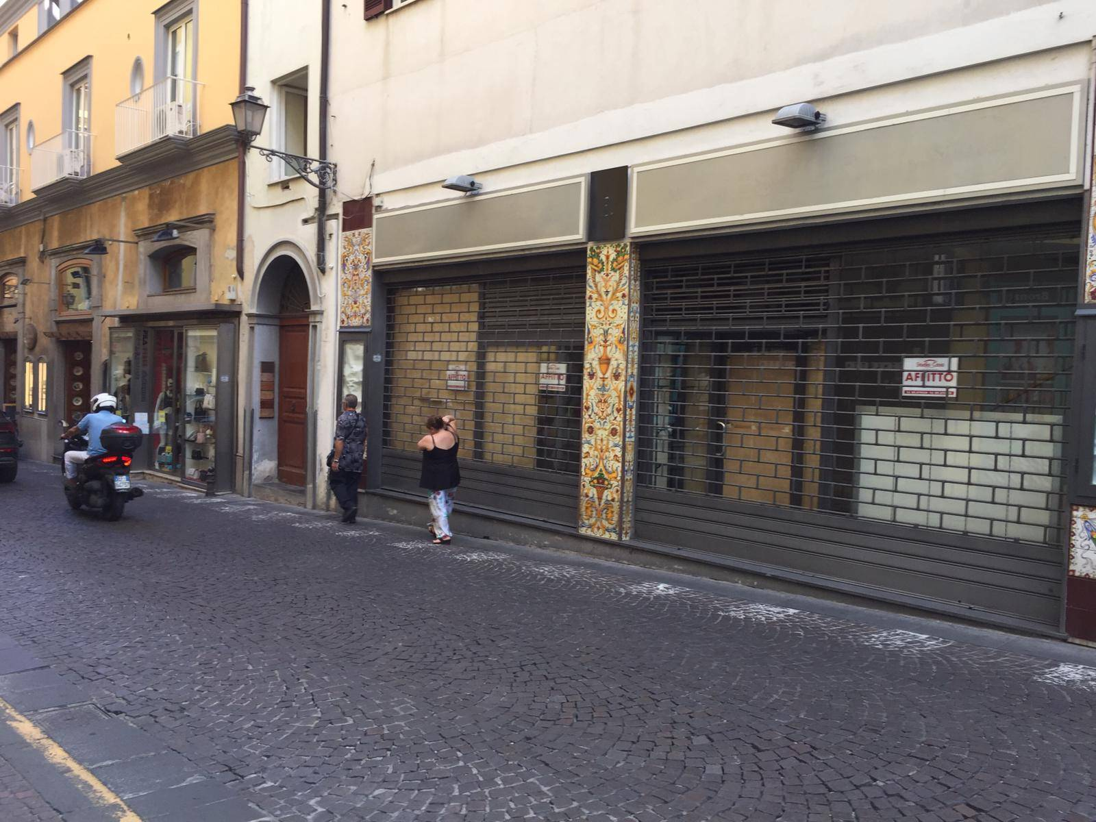 SORRENTO, Business unit for rent, Energetic class: G, composed by: 2 Rooms, 1 Bathroom, Reserved