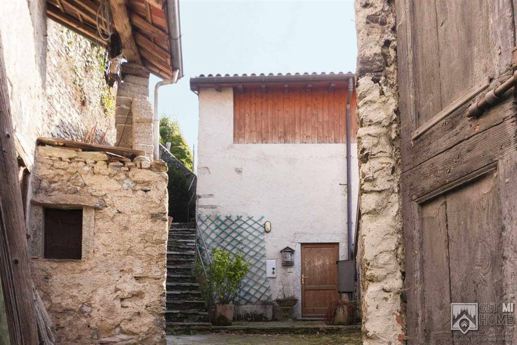 Rustico / Casale in vendita a Grandola ed Uniti, 3 locali, zona Zona: Naggio, prezzo € 75.000 | CambioCasa.it