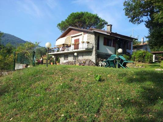 Villa in vendita a Tresana, 8 locali, zona Zona: Corneda, prezzo € 390.000 | CambioCasa.it